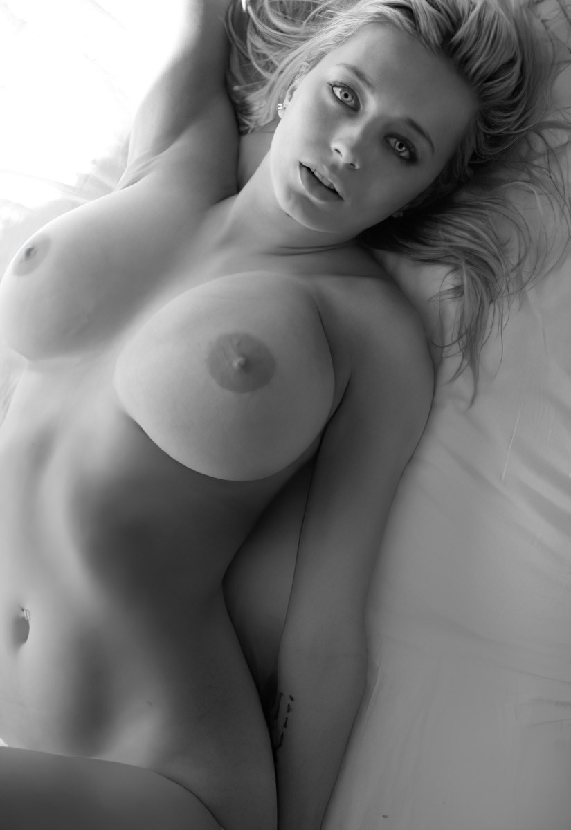 Famous model Caroline Vreeland huge topless boobs nude