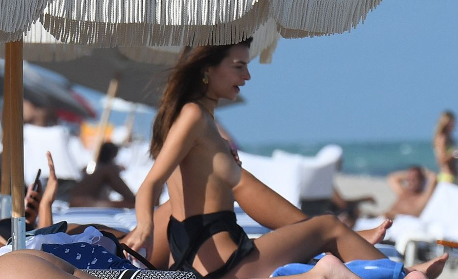 Emily Ratajkowski cleavage bikini, topless and ass beach photos